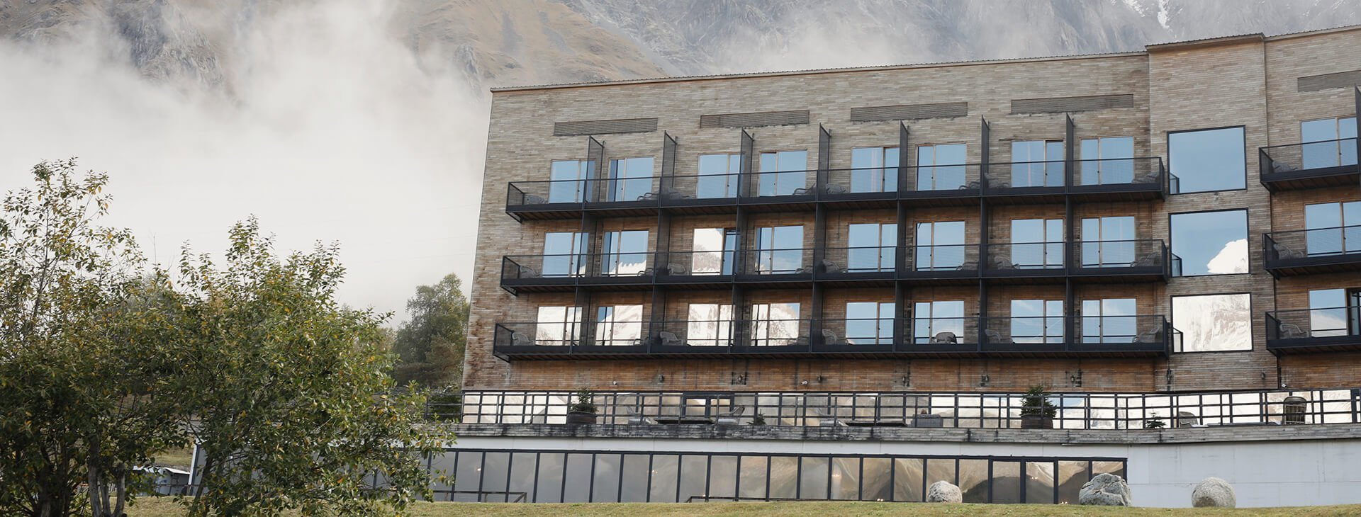 places_to_see_magazin_anders_hotel_rooms_kazbegi_stage