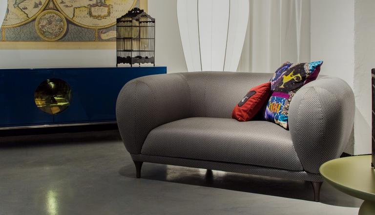 Marke Roche Bobois Steht Für Exklusive Designmöbel Aus Frankreich Vor über 50 Jahren In Paris Gegründet Ist Es Gelungen