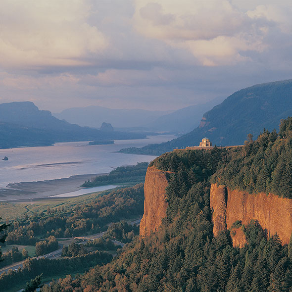 places_to_see-2020_Oregon_columbia_river_gorge_half_page